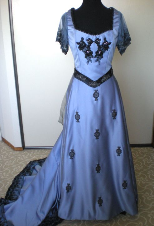 gibson_frontgown